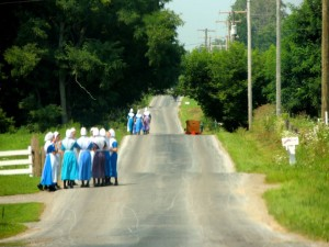 country-road-amish-women-talking